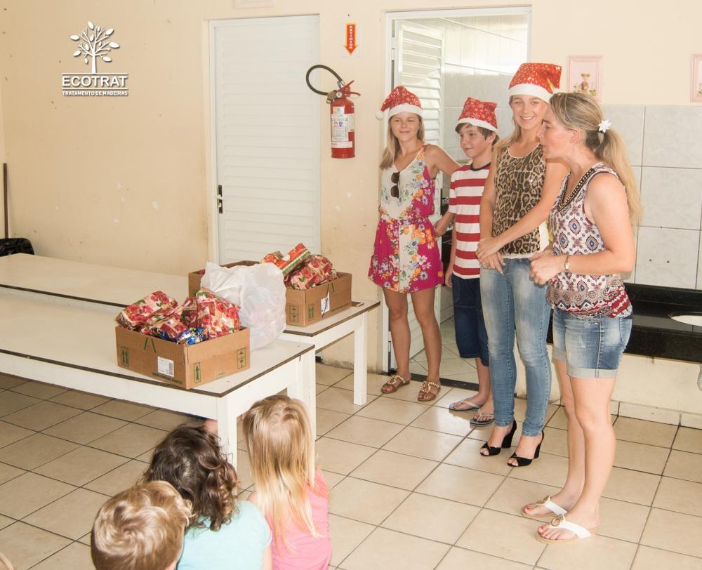 Entrega dos donativos arrecadados durante a campanha Natal
